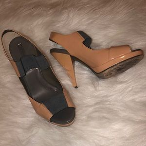 BCBG MAXAZRIA pink and grey heel